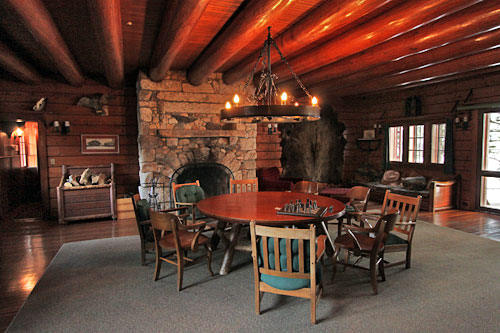great-camp-sagamore-lodge-common-room